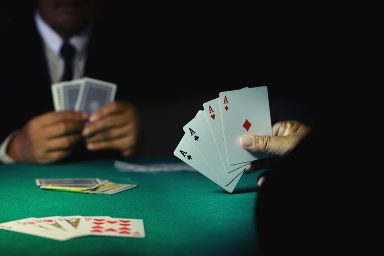 main game online poker uang asli
